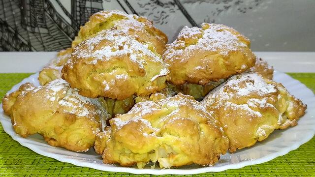 Włoskie miękkie ciasteczka z jabłkami i orzechami włoskimi