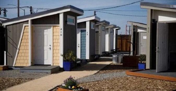 Dla amerykańskich bezdomnych zbudowano domy, ale można w nich mieszkać pod pewnymi warunkami