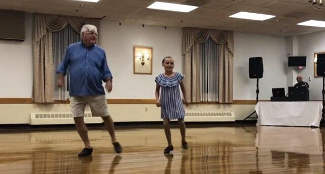 Duet 10-latki i jej 72-letniego dziadka zachwycił widownię. Zobacz, co potrafią