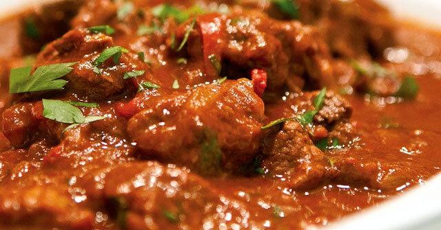 Węgierska zupa gulyasleves: miłość od pierwszej łyżki