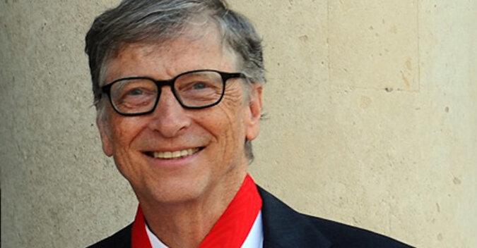 Proces rozwodowy nie wpłynął najlepiej na miliardera: jak wygląda Bill Gates na spacerze z córką