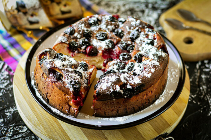 Ciasto wiśniowe na kefirze - prosty i pyszny przepis