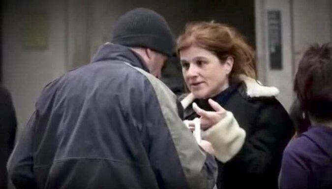 Zaproponowała pizzę bezdomnemu mężczyźnie. Kiedy odkryła kim jest naprawdę, była przerażona