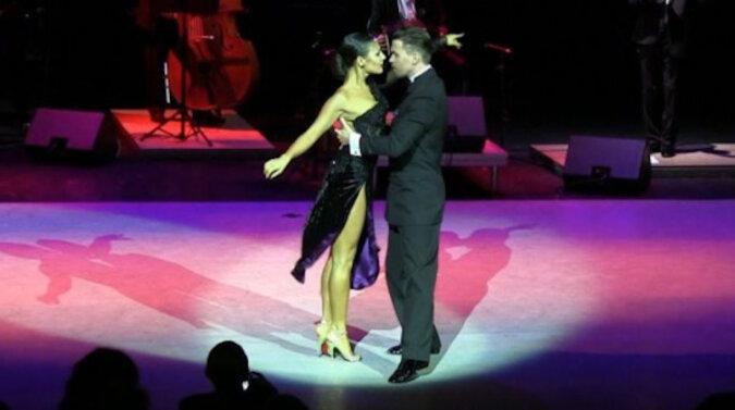 2 900 000 wyświetleń: tancerce spadł but , ale zatańczyła tango w jednym