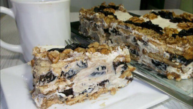 Cudowne ciasto bez pieczenia z orzechami i śliwkami. Wszyscy są zachwyceni