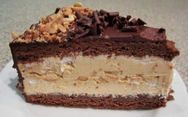 Znam wiele przepisów na ciasto Snickers, jednak to jest najbardziej puszyste