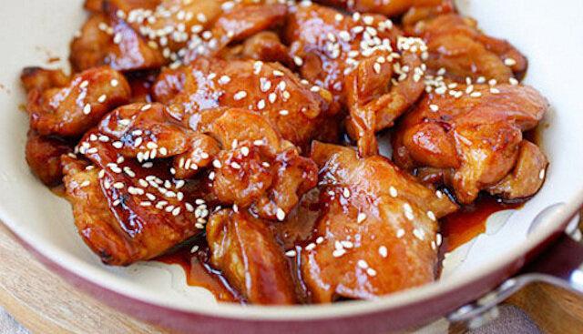 Przepyszny kurczak na obiad. Nawet najbardziej sucha część kurczaka może być soczysta i pyszna