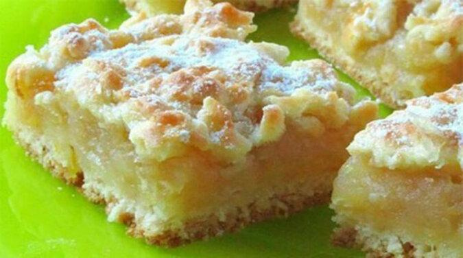 Delikatne ciasto z cytrynowo-jabłkowym nadzieniem. Pyszny wypiek