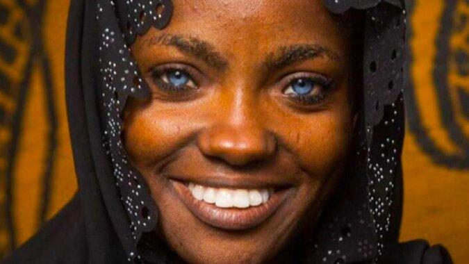 Ciemnoskóra dziewczyna o niebieskich oczach zachwyciła sieć. Jak wyglądają jej dzieci?
