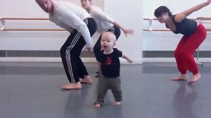 Profesjonalni tancerze kopiują każdy ruch dziecka. To nowy taniec interpretacyjny