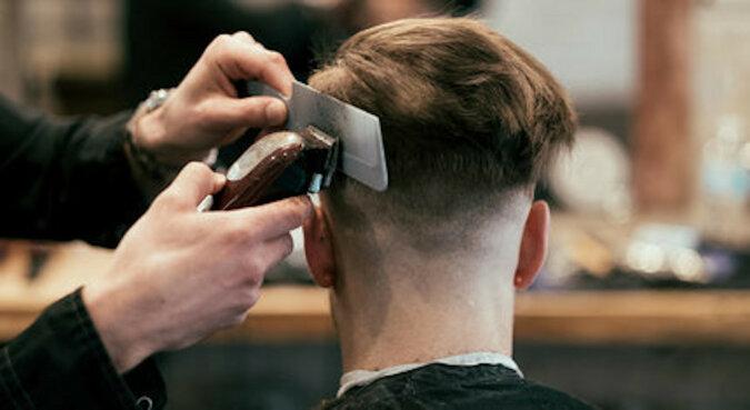Bezdomny, którego ostrzygł uprzejmy fryzjer, okazał się kopią hollywoodzkiej gwiazdy