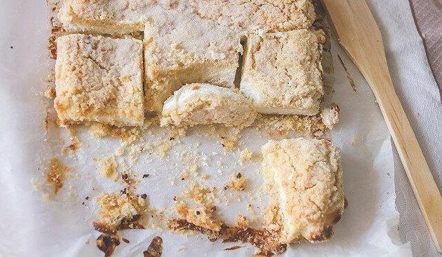 Mój ulubiony deser: wiejskie ciasto twarogowe z kruszonką