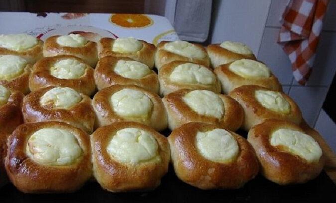 Przepis na drożdżówki z serem. Palce lizać