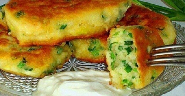 Najbardziej leniwe placki z jajkiem i zieloną cebulą. Przygotowanie zajęło niecałe 10 minut