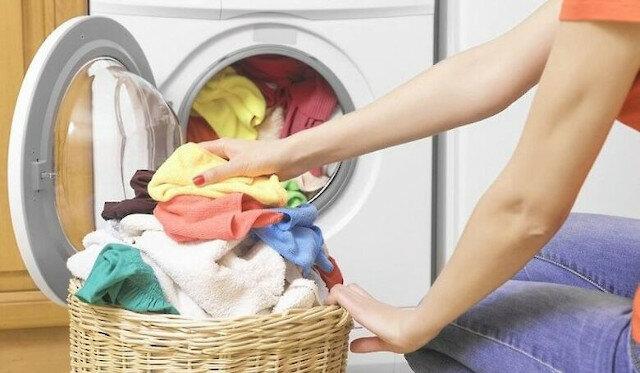 Znajoma opowiedziała o nietypowym sposobie prania, po którym nie ma kłaczków