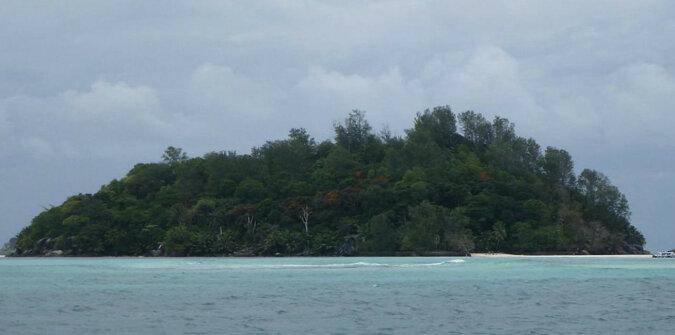 Mężczyzna kupił bezludną wyspę na Seszelach i przeprowadził się tam na stałe