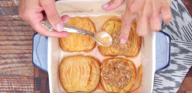Pieczone jabłka z cynamonem i płatkami owsianymi. Świetny deser, którego można szybciutko przygotować