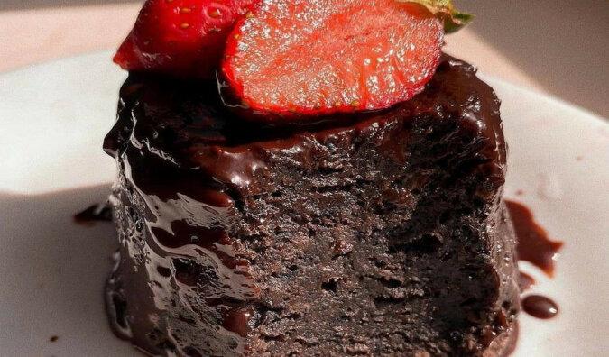 Ciasto czekoladowe bez mąki, masła i cukru: możesz jeść ile chcesz