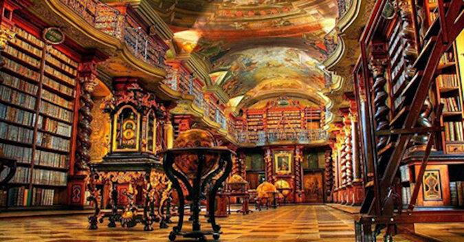 Najpiękniejsza biblioteka świata - Clementinum przy Moście Karola w Pradze
