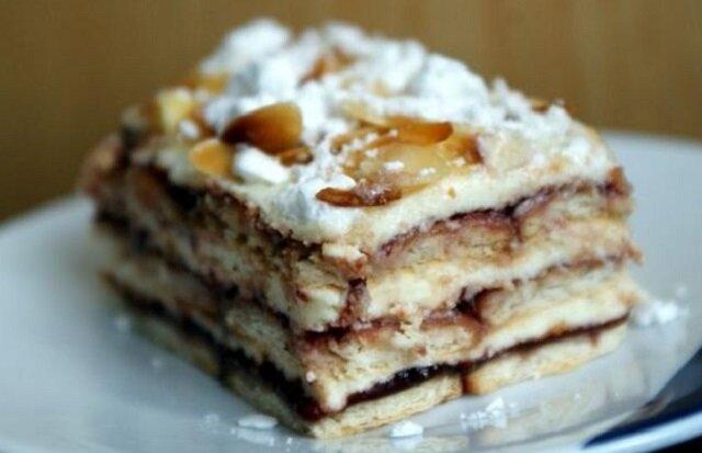 Pychotka bez pieczenia. Pyszne ciasto, które idealnie zrównoważa smak słodki i kwaśny