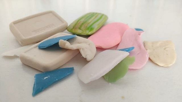 Nie marnuję resztek mydła. Trę je na tarce i wsypuję do pojemnika. Zobacz, dlaczego to robię