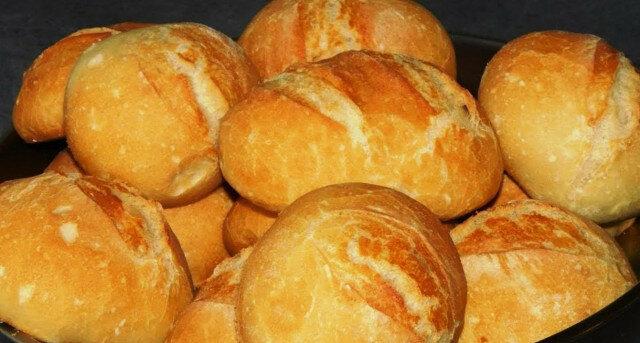 Apetyt niemieckie drożdżowe bułki na śniadanie zamiast chleba. O wiele smaczniejsze niż chleb
