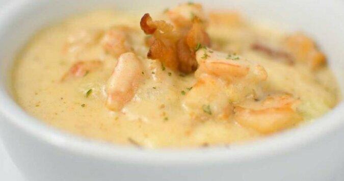 Przepis na zupę serową z krewetkami