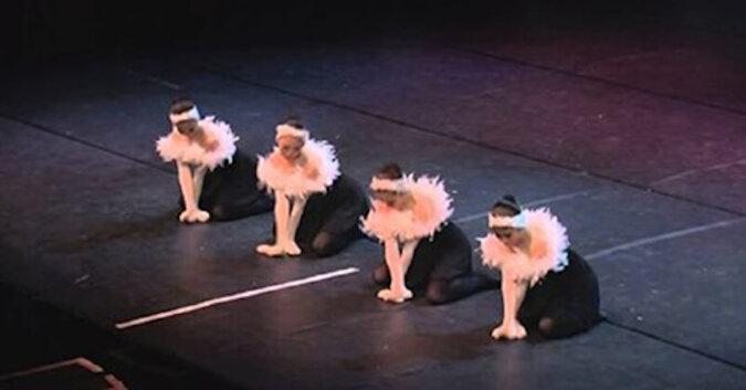 """""""Jezioro łabędzie"""" w Japonii. Najważniejsze nie pęknąć ze śmiechu"""