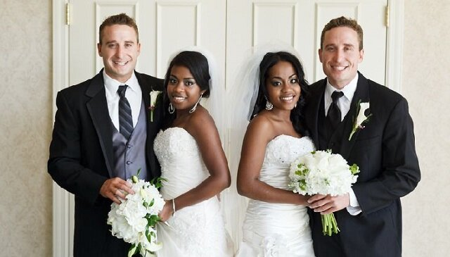 Siostry bliźniaczki poślubiły braci bliźniaków i już mają dzieci. Zobacz