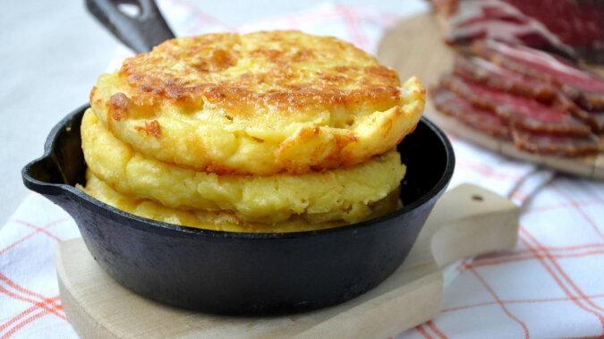 Pyszne placki kukurydziane z serem zamiast pieczywa