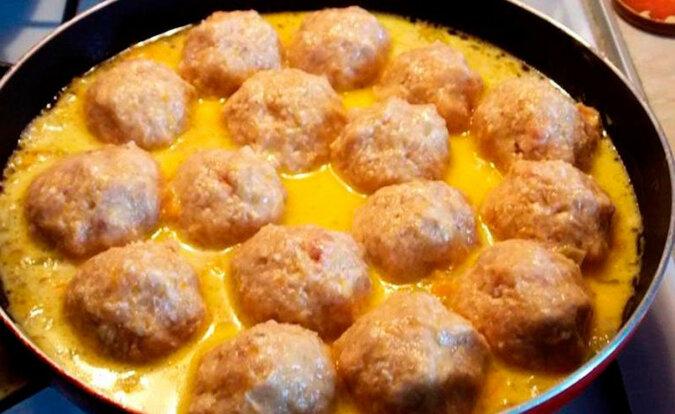 Wspaniałe danie z mięsa mielonego i ziemniaków. Pyszna kolacja dla całej rodziny