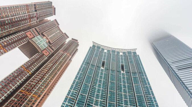 Chińczyk zapomniał kluczy do domu i zamknął drzwi - musiał wspiąć się na 14 piętro. Wideo