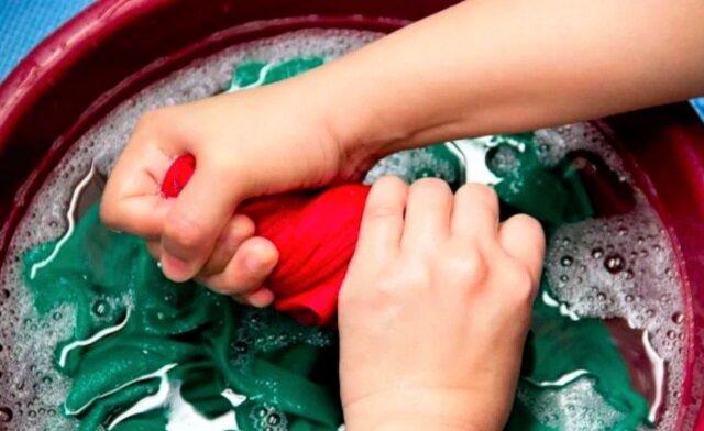 Jak łatwo usunąć nieprzyjemny, uporczywy zapach potu z ubrań i przywrócić im pierwszą świeżość? Zobacz