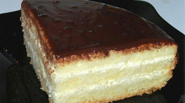 """Delikatne biszkoptowe ciasto """"czarodziej"""". Niesamowity smak znany od dzieciństwa"""