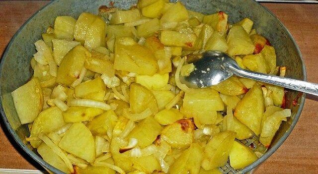 Ziemniaczki z cebulą i warzywami. Proste w przygotowaniu i niezwykle smaczne