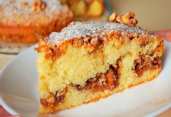 Pyszne ciasto orzechowe: proste i szybkie