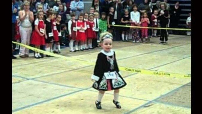 Niesamowita energia tańca irlandzkiego w wykonaniu 3-letniej dziewczynki