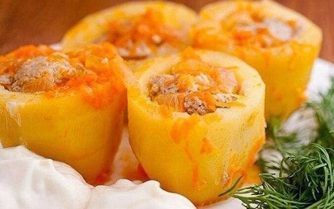 Faszerowane ziemniaki z mięsem i cebulą. Proste danie
