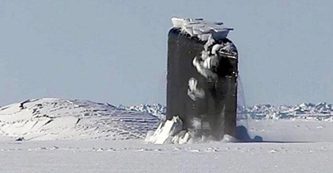 Łódź podwodna przedzierająca się przez lód w Arktyce ma ponad 2 miliony wyświetleń