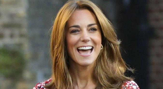 Jak zwykli ludzie: zdjęcia 39-letniej Kate Middleton podczas zakupów z dorosłymi dziećmi