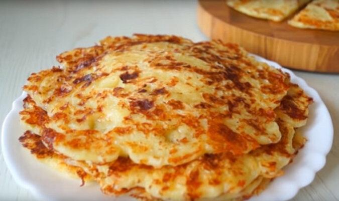 Placki serowe z mlekiem: wspaniałe śniadanie lub przekąska