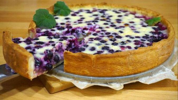 Wyśmienite ciasto z borówkowo-śmietanową zalewą