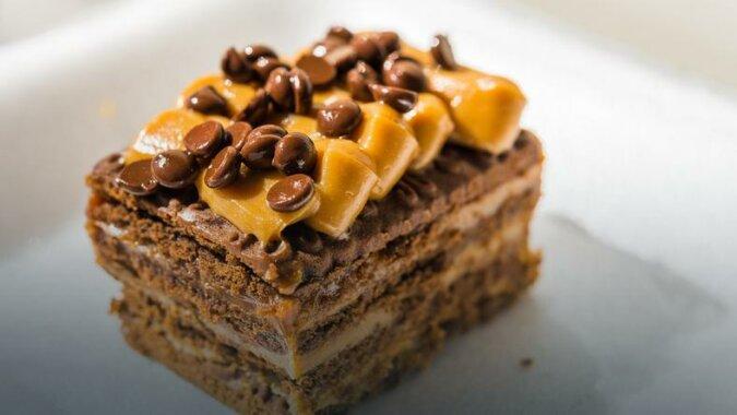 """Ciasto """"krówka"""" - to ulubiony deser mojej rodziny. Szybkie, proste, pyszne i bez pieczenia"""