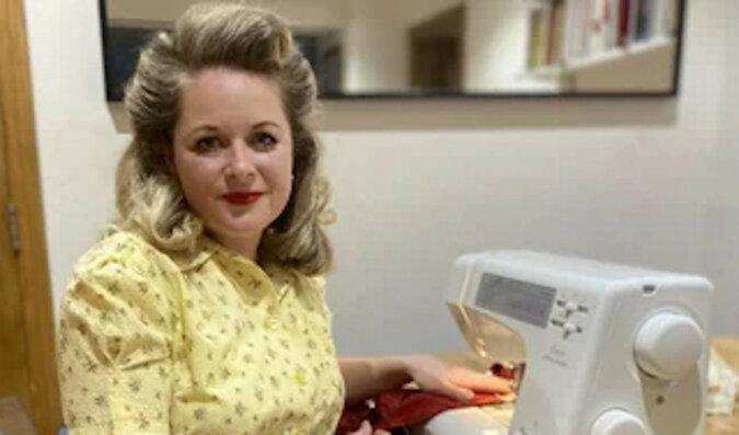 Wielodzietna mama postanowiła zaoszczędzić i szyje stroje z firan. Sprawdź, jakie sukienki w stylu vintage robi