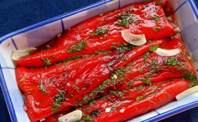 Bałkańska przekąska przed szaszłykiem: taka kiszona papryka przygotowuje się w 20 minut