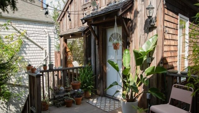 Na zewnątrz dom wygląda jak prosta chata, ale wewnątrz właściciele dokonali kosztownych napraw