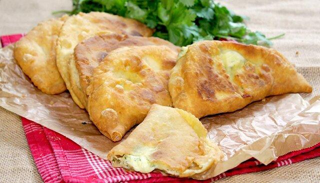 Chrupiące i delikatne czebureki z serem. Cud kuchni adygejskiej