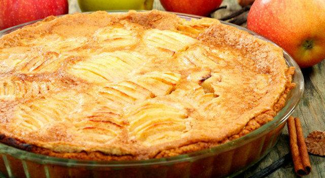 Alzackie ciasto jabłkowe z chrupiącym spodem i aromatycznymi jabłkami, zapieczonymi w kremie waniliowym