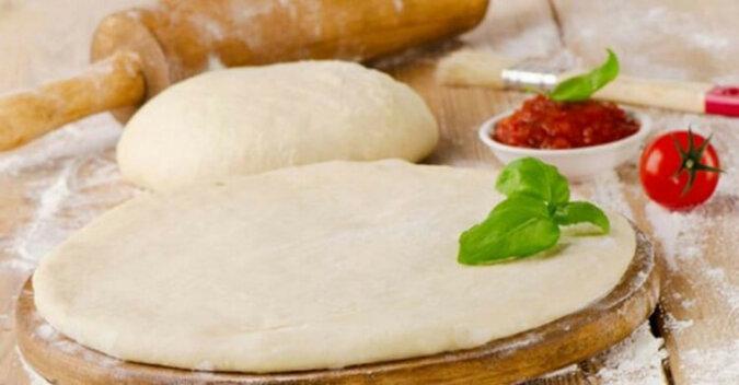 Bardzo cienkie i pyszne włoskie ciasto na pizzę