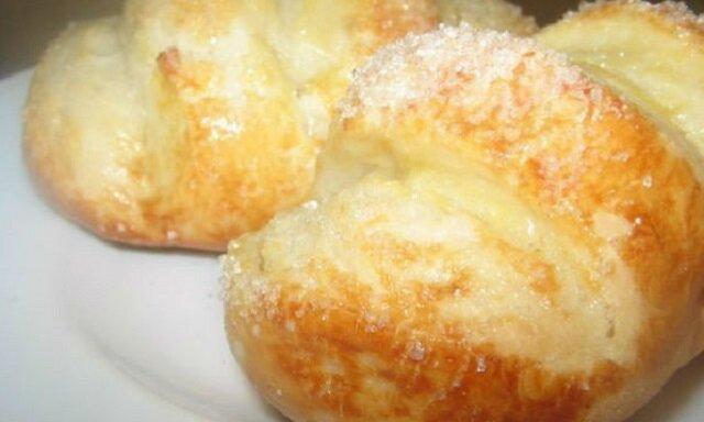 Piękne i smaczne waniliowe bułeczki z cukrem. Wspaniały przepis na ciasto